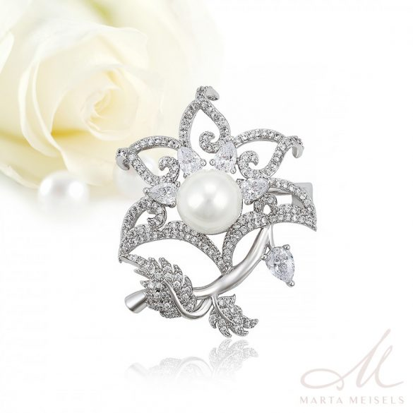 Romantikus, virág formájú kecses esküvői bross kristályokkal és gyönggyel díszítve ESK-XP-B381