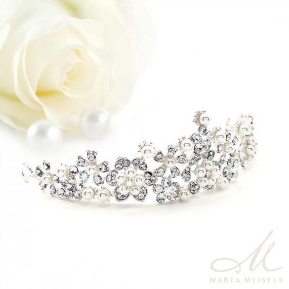 Csillogó menyasszonyi tiara gyöngyökkel és kristályokkal díszítve MET-CQ-B334