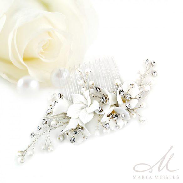 Fehér virágokkal és kristályokkal díszített menyasszonyi fésű MET-RE-B938