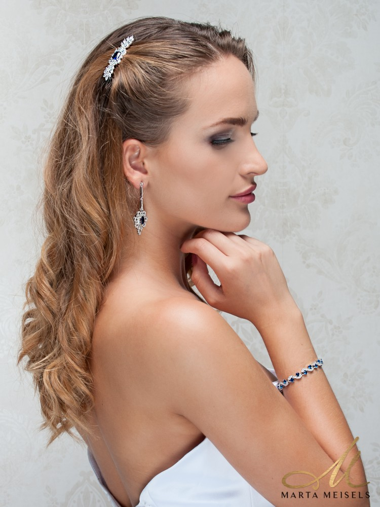 Romantikus stílusú menyaszonyi hajcsat királykék és fehér kristályokkal  díszítve MET-TM-B1814B 9330280f7d