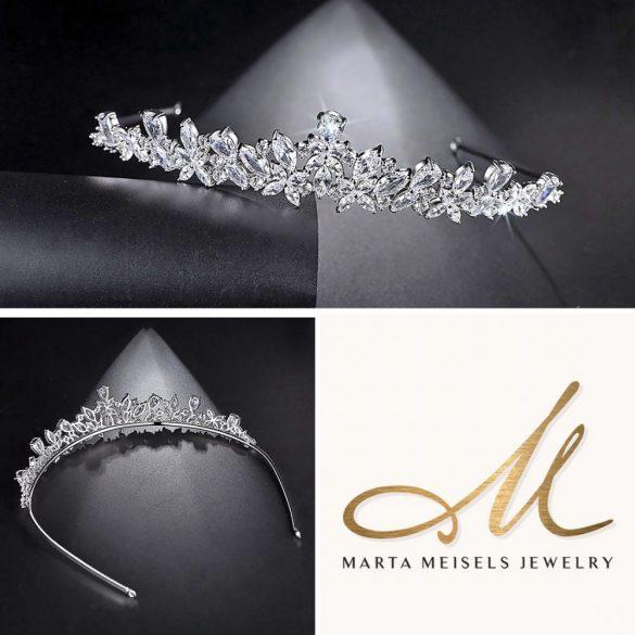 Csodaszép menyaszonyi tiara cirkónia kristályokkal díszítve MET-TM-B2104